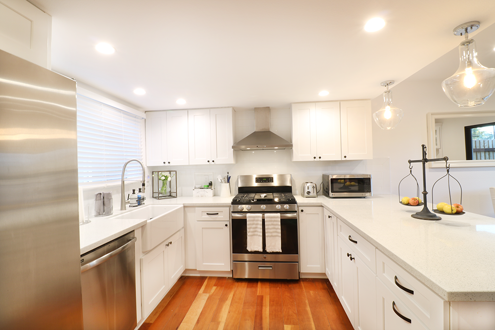Open Kitchen – White and Silver | 23 Lacey Lane